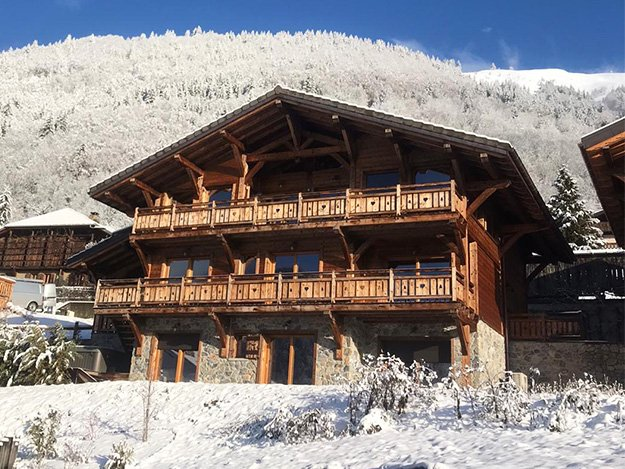Outside-Chalet-Homepage